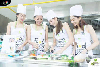 ภาพบรรยากาศสาวมั่นทันสมัย ร่วมกิจกรรม Healthy Cooking by BETAGRO